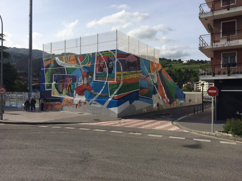 Work in progress. Mural en el estadio de Berazubi, Tolosa (Guipuzcoa)