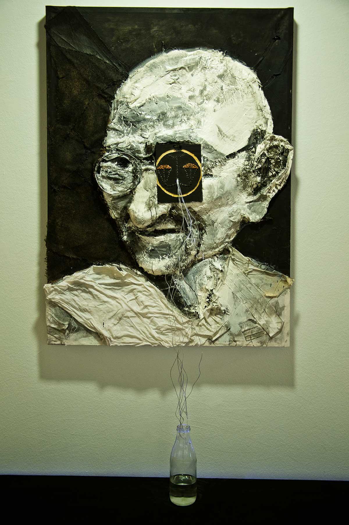 Ghandi-llora-por-injusticia. IndiaSensations