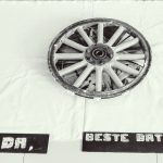 """""""Largos caminos"""" instalación objetual y fotográfica. Intervención sobre tres ruedas de carro antiguas"""